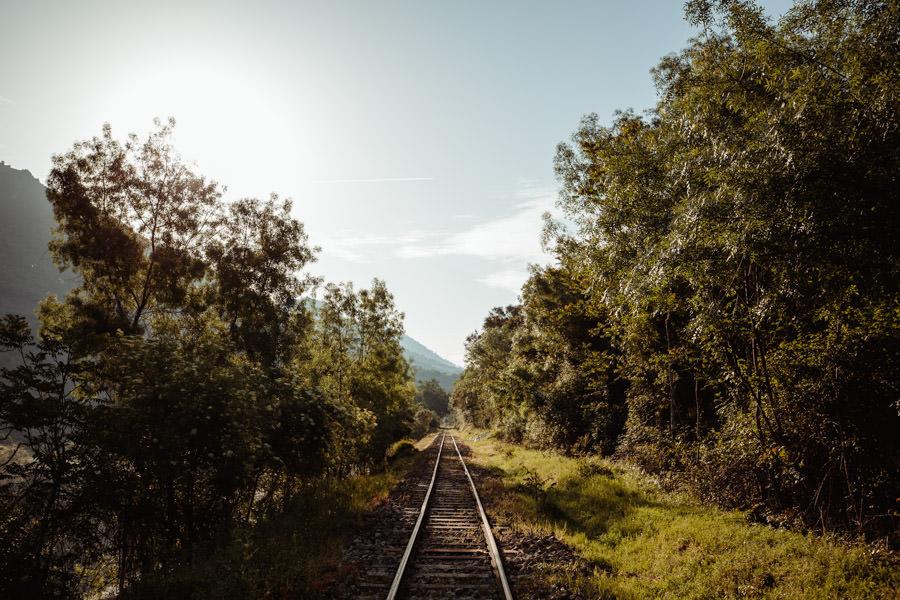sessao namoro comboios fotografia casal linha tua tras os montes douro paisagem sorriso intimo