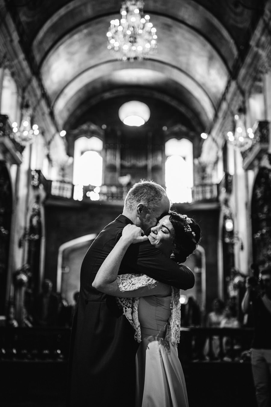 wedding photography Porto embrace