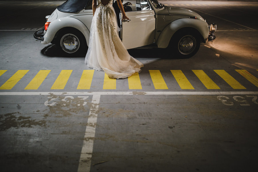 wedding photography bride in her volkswagen beetle