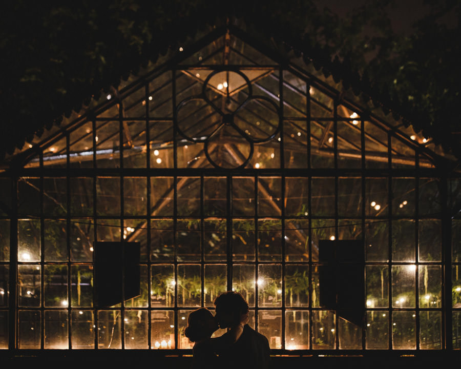 wedding photography clube universitario porto kiss in the green house