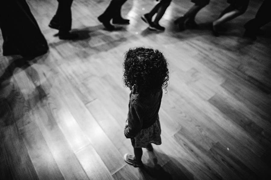 wedding photography girl watching dance floor