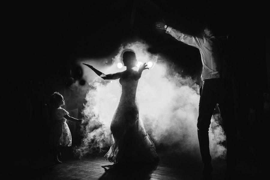 30-rising-star-Rangefinder-casamento-festa-baile-fumo-noivos-menina